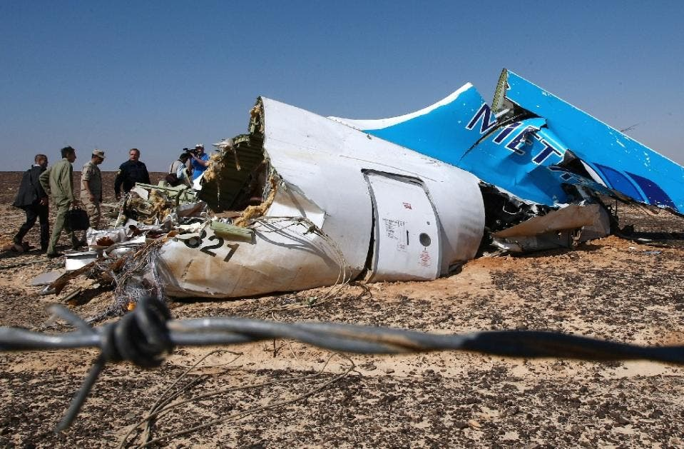 Russian officials visit the crash site of a A321 Russian airliner in Wadi al-Zolomat, a mountainous area of Egypt's Sinai Peninsula on November 1, 2015 (AFP)