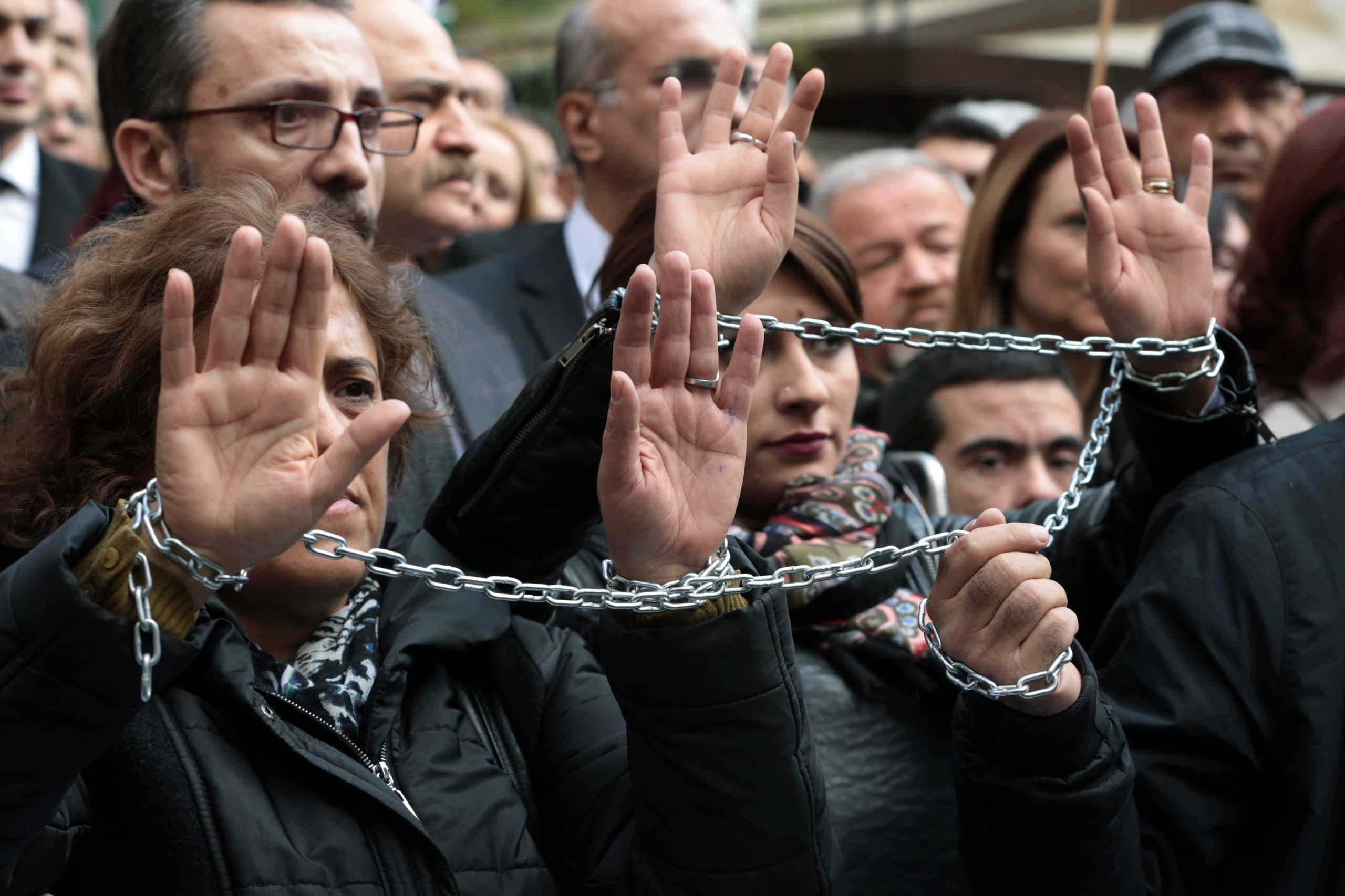 من تظاهرات منددة بتكبيل حرية الصحافيين في تركيا