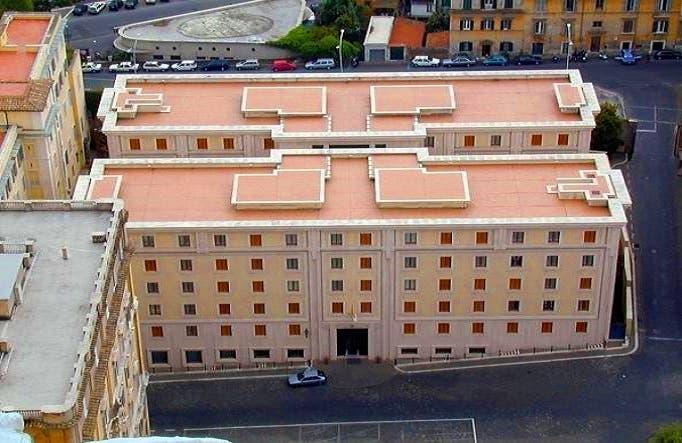 سكن الضيافة المعروف باسم سانتا مارتا، حيث يقيم البابا، وحيث كانت تعمل السكرتيرة القتيلة