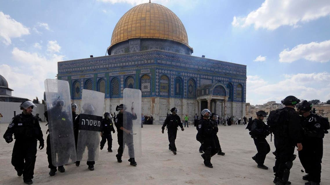 Israeli forces take position during clashes with Palestinian worshippers at the Al-Aqsa Mosque compound in Jerusalem's Old City. (File photo: AP)