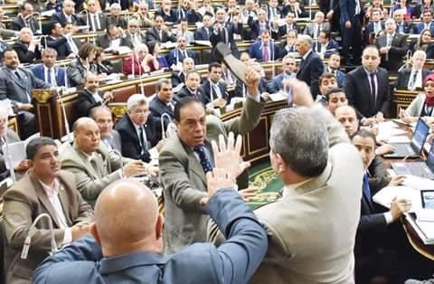 مصر البرلمان المصري شرب توفيق عكاشة بالحذاء