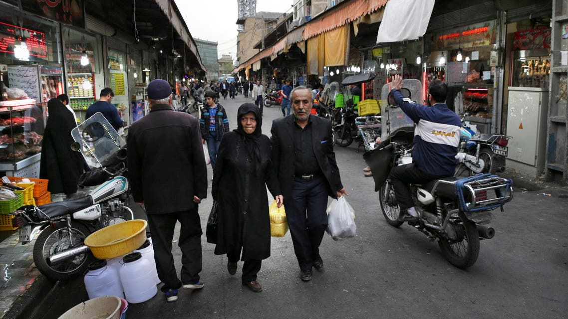 Iranians shop in a market in central Tehran, Iran, Sunday, Feb. 28, 2016. (AP)