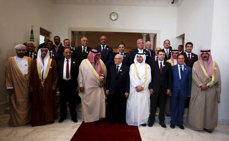 Tunisian President Caid Essebsi speaks with Saudi Interior Minister Prince bin Nayef bin Abdul Aziz. (Reuters)
