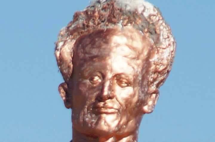 تمثال العربي بن مهيدي