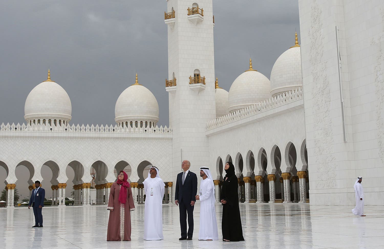 U.S. Vice President Joe Biden visits the Sheikh Zayed Grand Mosque in Abu Dhabi, United Arab Emirates, Monday, March 7, 2016. (AP Photo/Kamran Jebreili)