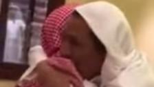 """بالفيديو.. كلمة سر تجمع """"مسنين سعوديين"""" افترقا 60 عاماً"""