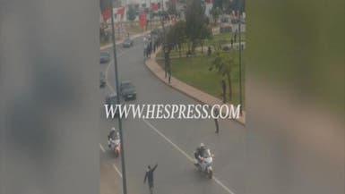 بالفيديو.. شاب يعترض سيارة ملك المغرب بالرباط