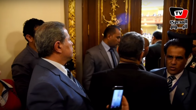 MP Tawfik Okasha (left) is prevented from entering the Egyptian parliamentary chamber on March 2, 2016 (AlMasry AlYoum screenshot)