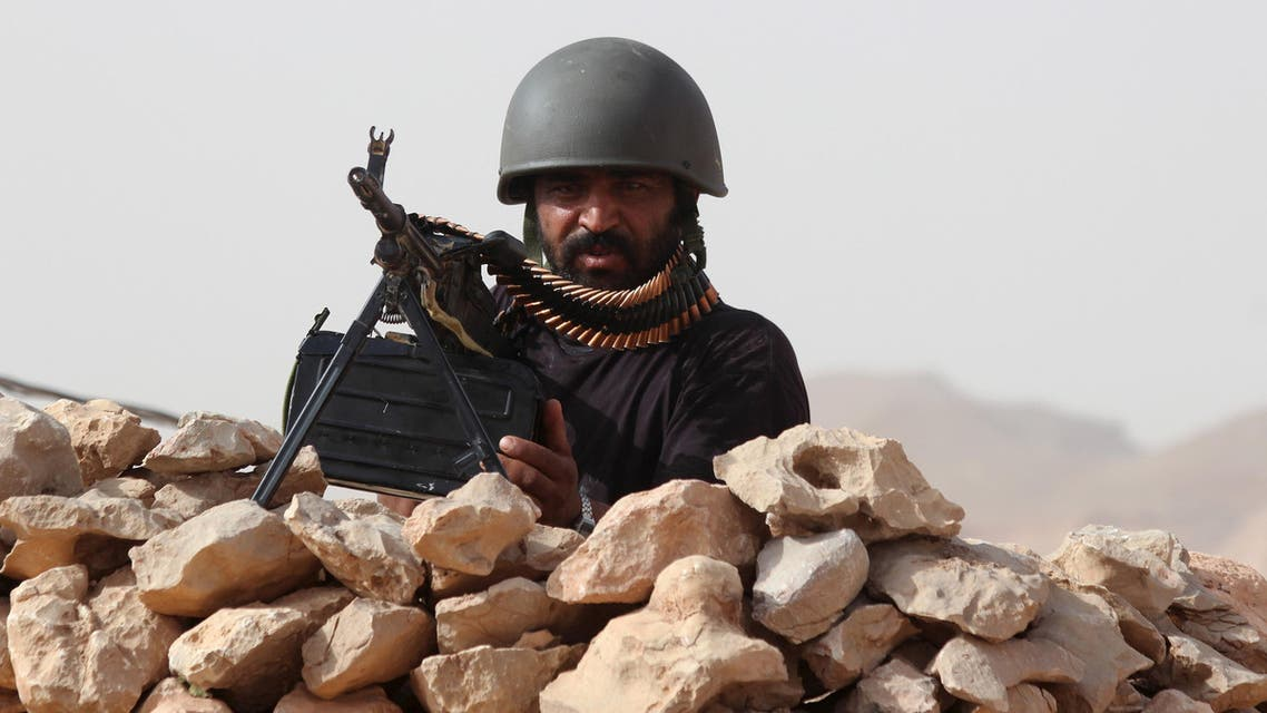 A soldier loyal to Yemeni President Abd-Rabbu Mansour Hadi takes position at an army post in al-Abr on Yemen's northeastern border with Saudi Arabia July 9, 2015. (Reuters)