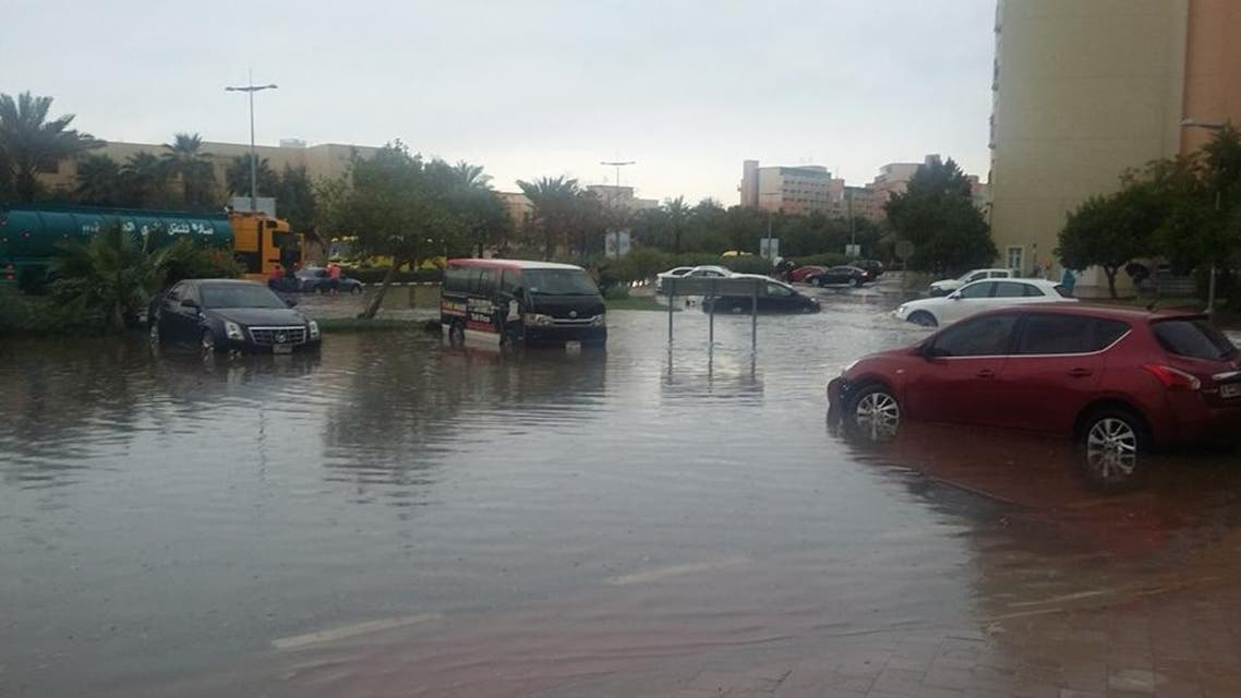 Traffic came to a standstill as heavy showers flooded some roads. (Dina al-Shibeeb/Al Arabiya English)