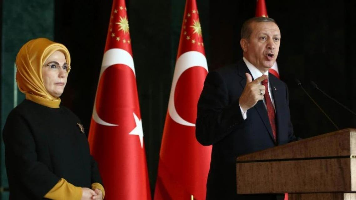Turkish President Recep Tayyip Erdogan delivers a speech, flanked by his wife Emine, at the Presidential Palace in Ankara on February 9, 2016 (AFP)