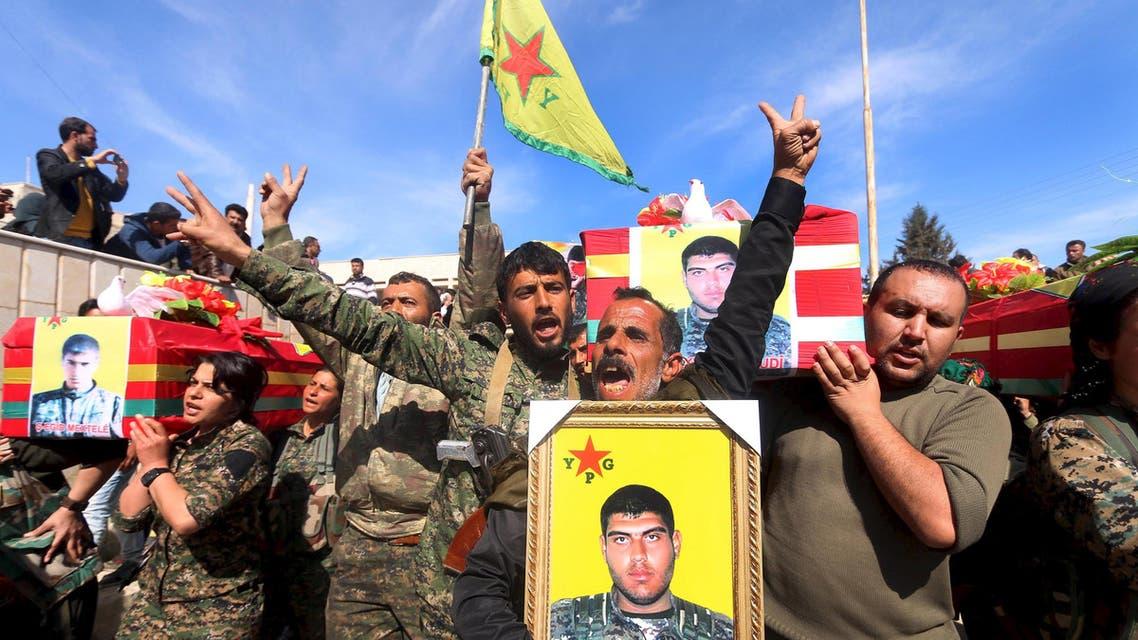 وحدات حماية الشعب الكردية خلال تشيع في الحسكة YPG