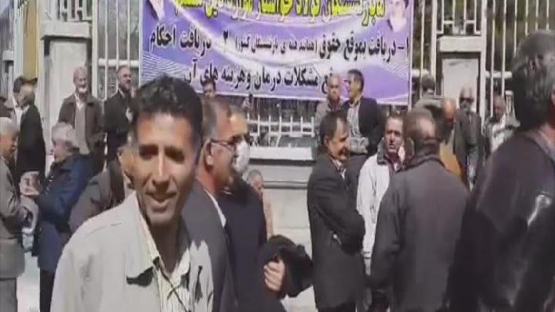 THUMBNAIL_ عمال إيرانيون يهتفون أخرجوا من سوريا
