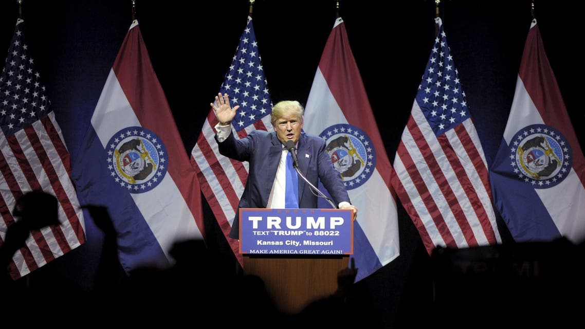 U.S. Republican Presidential candidate Donald Trump thanks the audience during rally at the downtown Midland Theater in Kansas City. (Reuters)