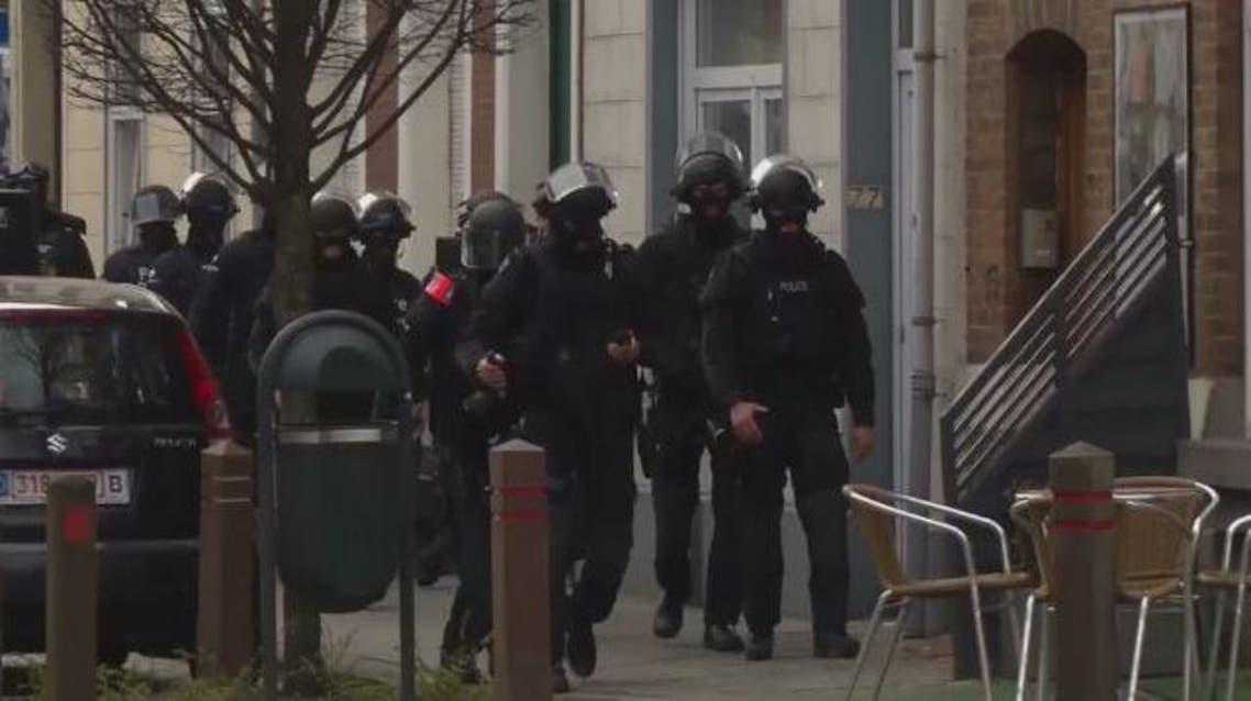 الشرطة البلجيكية تحاصر مطلوبين على صلة بهجمات باريس