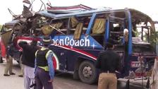 پشاور: سرکاری ملازمین کی بس میں دھماکا، 15 ہلاکتیں