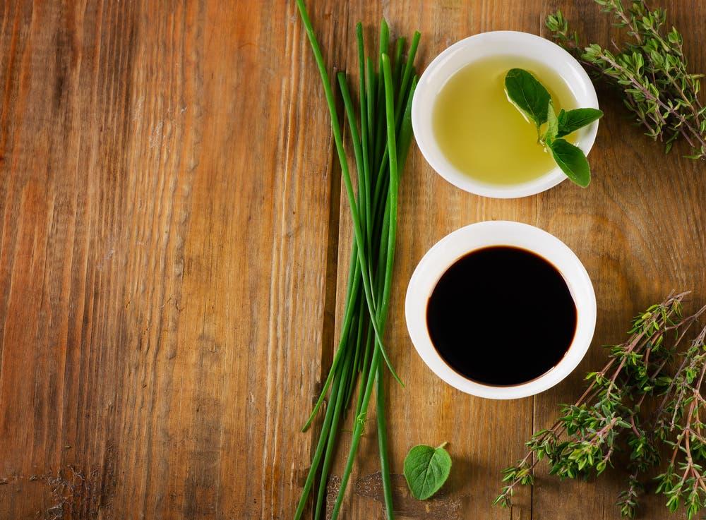 Balsamic vinegar and olive oil dressing. (Shutterstock)