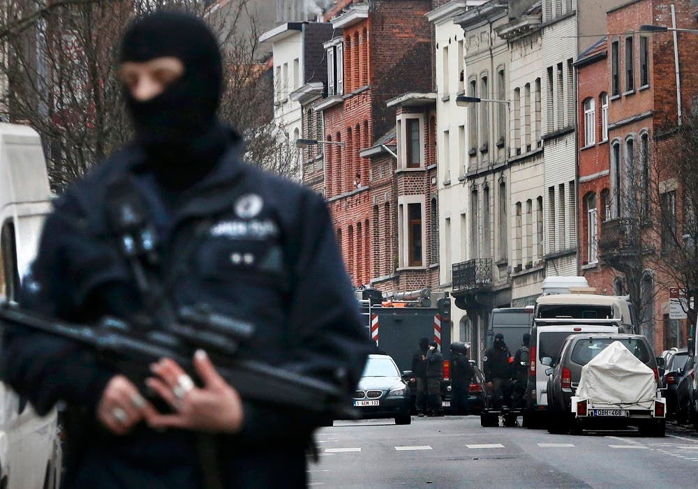 Police at the scene of a security operation in the Brussels suburb of Molenbeek in Brussels, Belgium, March 18, 2016 (Reuters)