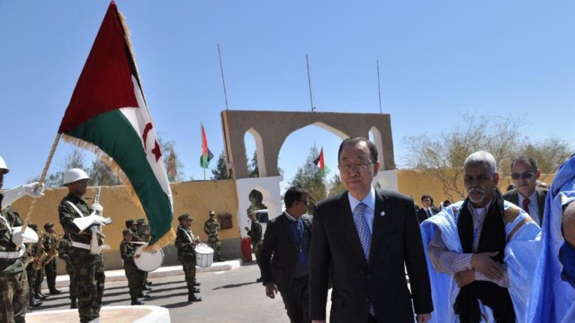 UN Secretary General Ban Ki-moon (C) arrives at the Sahrawi refugee camp of Rabouni, in the disputed territory of Western Sahara on March 5, 2016 (AFP Photo/)