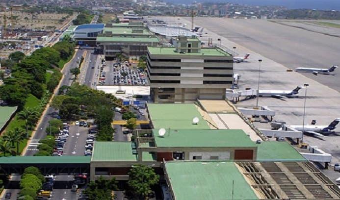 مطار سيمون دي بوليفار الدولي في مدينة مايكيتيا بولاية فارغاس