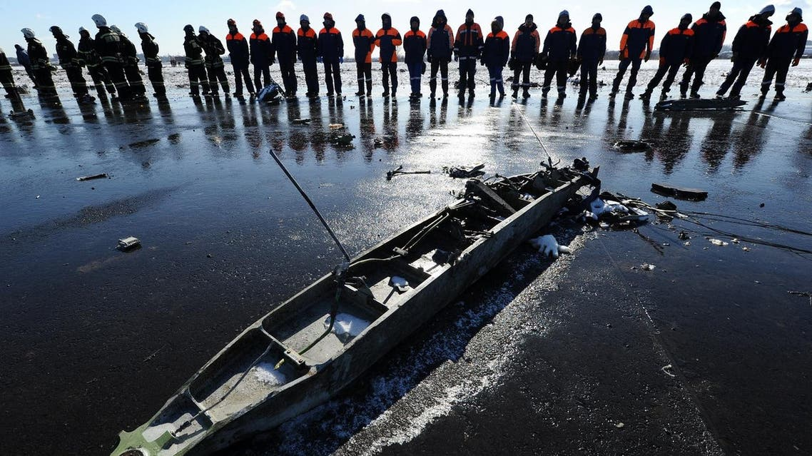 Russian Emergency Ministry employees investigate the wreckage of a crashed plane at the Rostov-on-Don airport, about 950 kilometers (600 miles) south of Moscow, Russia, Sunday, March 20, 2016. Winds were gusting before dawn Saturday over the airport in the southern Russian city of Rostov-on-Don when a plane carrying 62 people from a favorite Russian holiday destination decided to abort its landing. (AP Photo)