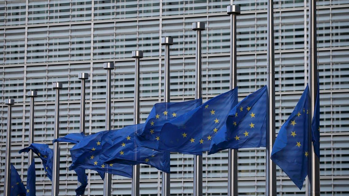 تنكيس الأعلام الأوروبية في مركز المفوضية الأوروبية في بروكسل