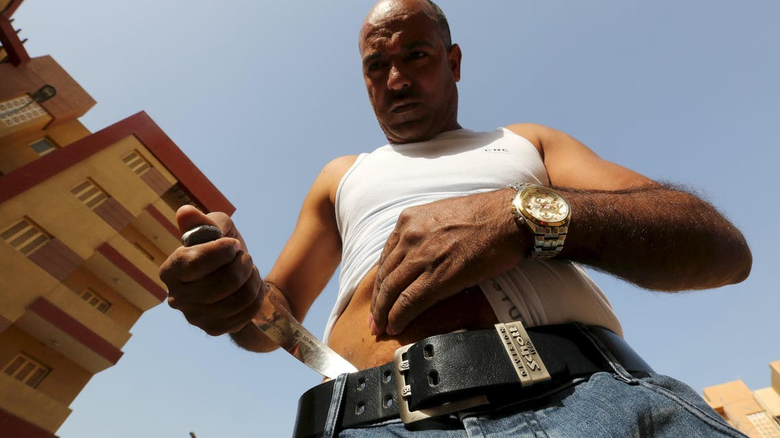 Egyptian strongman Karim Hussein, 38, sticks a knife in his thigh in Cairo, Egypt, March 18, 2016. REUTERS