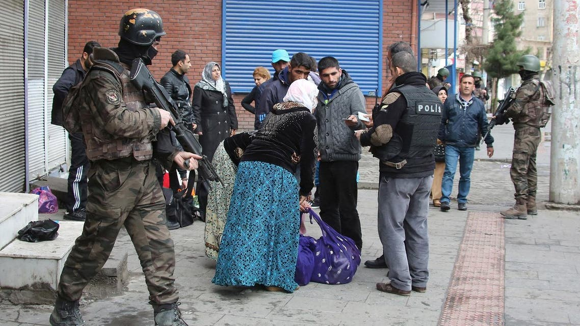 Plainclothes police officers check identification cards of the residents as they flee after clashes between security forces and Kurdish militants from Baglar district, which is partially under curfew, in the Kurdish-dominated city of Diyarbakir. (File photo: Reuters)