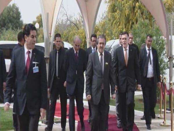 حكومتان داخل ليبيا وثالثة خارجها تعمل من ضواحي تونس