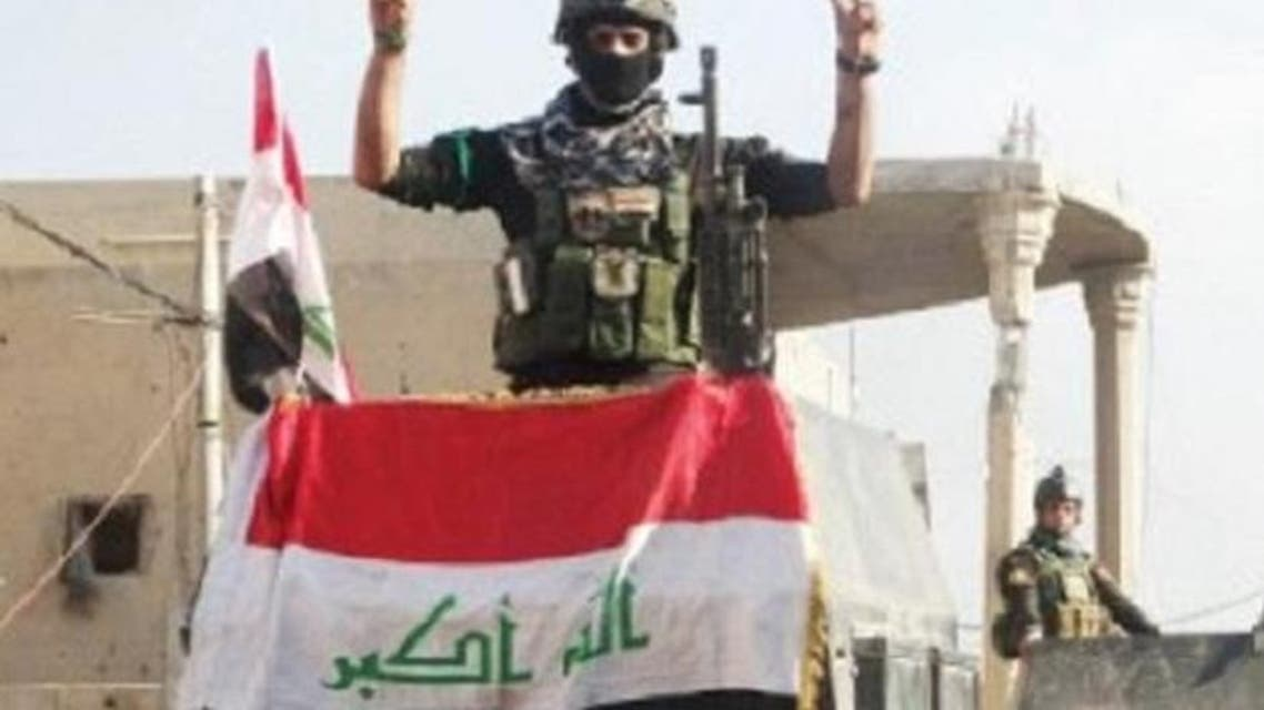 الجيش العراقي يرفع الأعلام في الأنبار