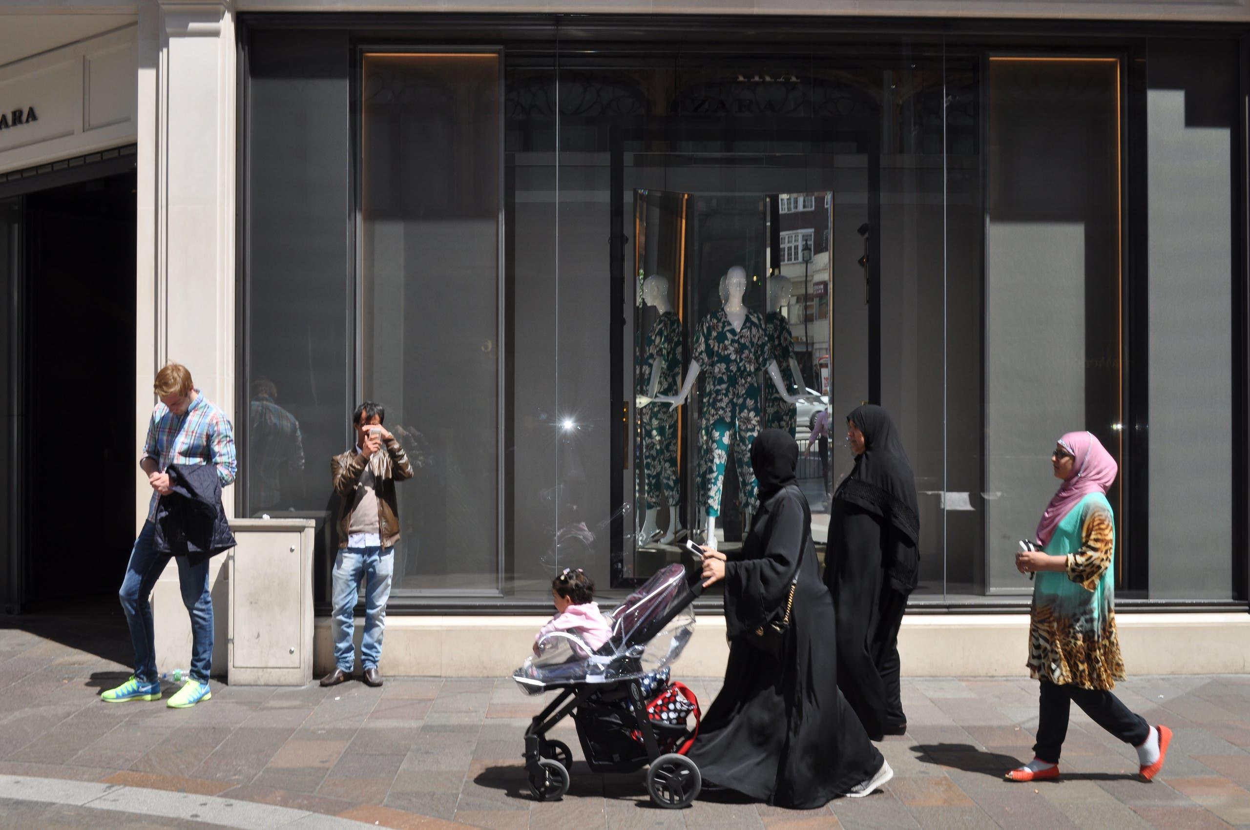 Women out shopping near Zara clothes shop in Knightsbridge, London. (Ben Flanagan, Al Arabiya English)