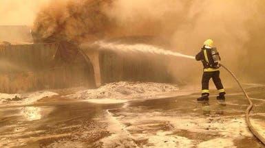 بالصور.. إخماد حريق في حاويات داخل ميناء جدة