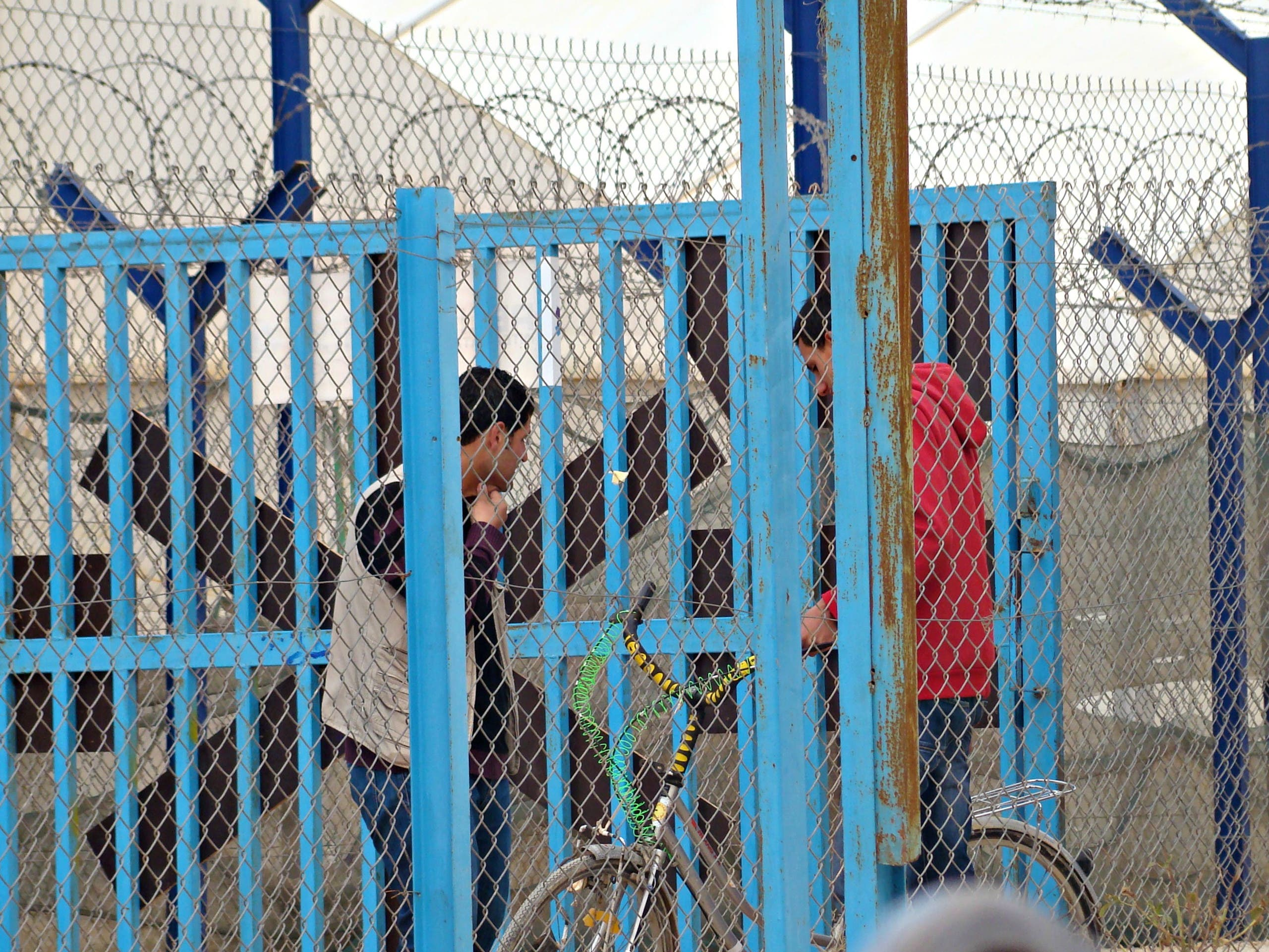 Behind the fences of Jordan\'s Zaatari refugee camp - Al Arabiya English