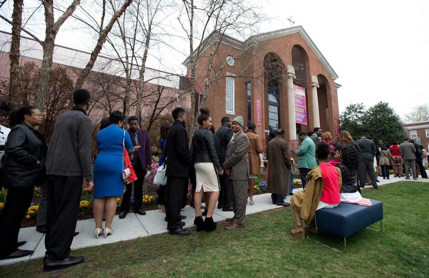 Churchgoers line up outside the historic Alfred Street Baptist Church in Alexandria, Va., Sunday, March 27, 2016, where President Barack Obama and his family joined the congregation to celebrate Easter. (AP)