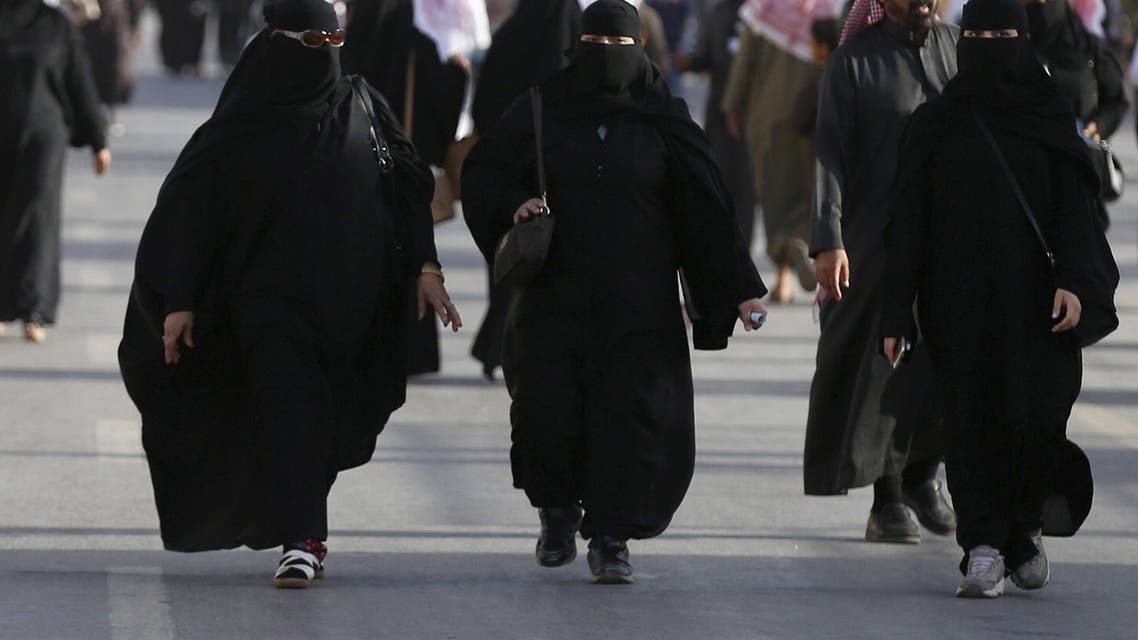 Saudi women arrive to attend Janadriyah Culture Festival on the outskirts of Riyadh, Saudi Arabia February 8, 2016. (Reuters)