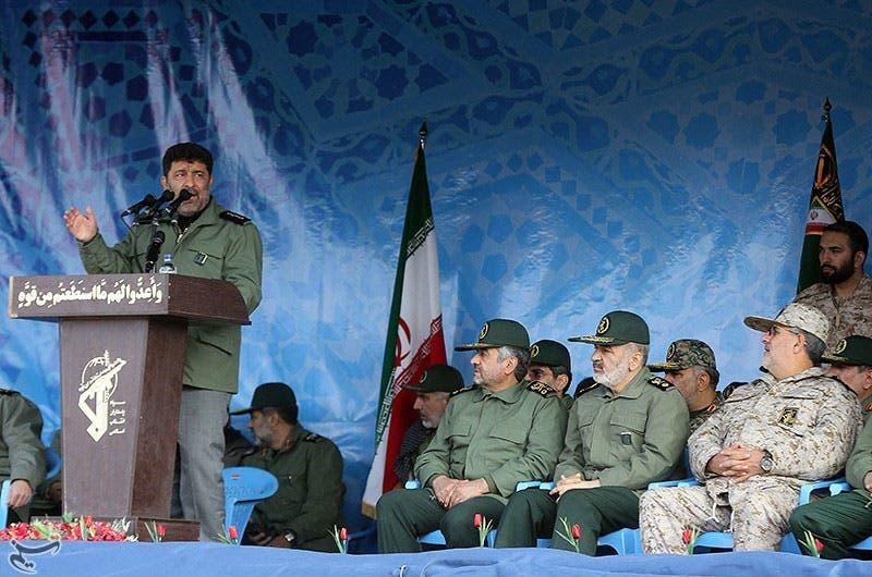 سعید حدادیان در حال مداحی برای فرماندهان سپاه