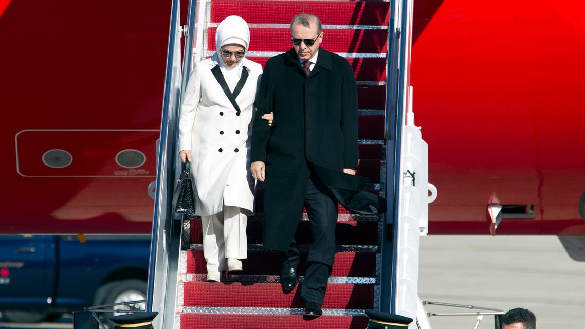 Turkish President Recep Tayyip Erdogan accompanied by his wife Emine walk down the stairs upon his arrival at Andrews Air Force Base, Md., Tuesday, March 29, 2016. (AP)