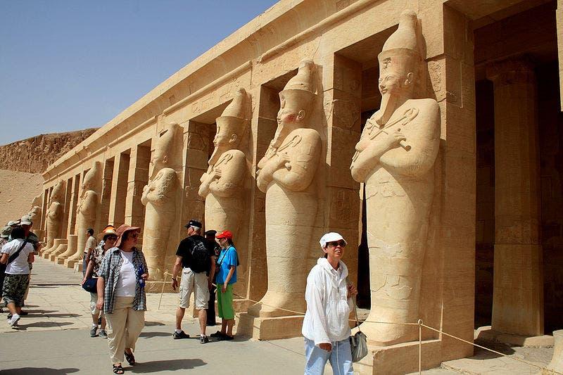 قلصت السياحة معدل نمو الاقتصاد المصري