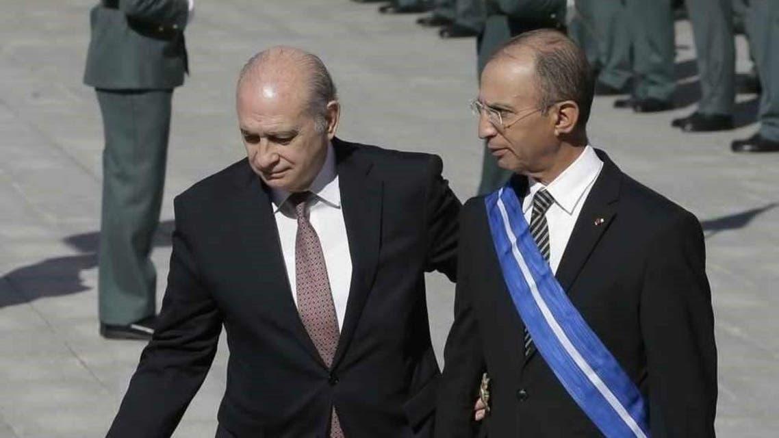 وزير الداخلية المغربي بعد توشيحه في إسبانيا مع وزير الداخلية الإسباني