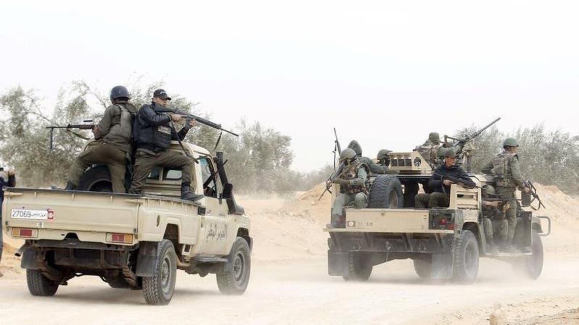 رجال شرطة تونسيون أثناء دورية في منطقة بن قردان (أرشيفية) تونس