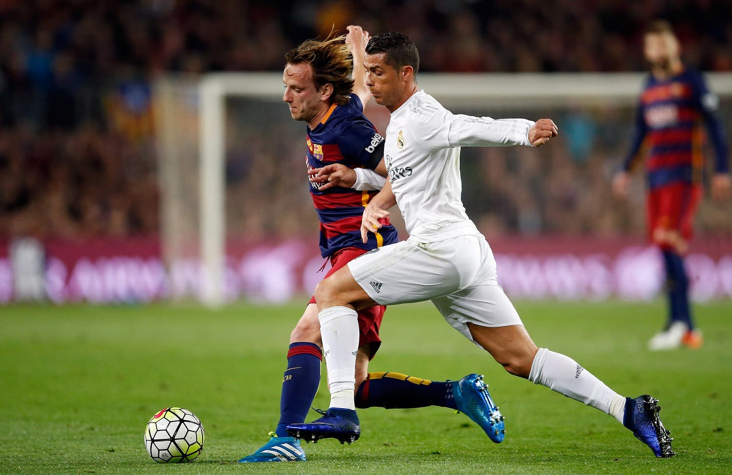 Barcelona's Ivan Rakitic, left, fights for the ball with Real Madrid's Cristiano Ronaldo during a Spanish La Liga soccer match between Barcelona and Real Madrid, dubbed 'el clasico', at the Camp Nou stadium in Barcelona, Spain, Saturday, April 2, 2016. (AP)