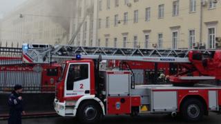 حريق ضخم في مبنى وزارة الدفاع الروسية