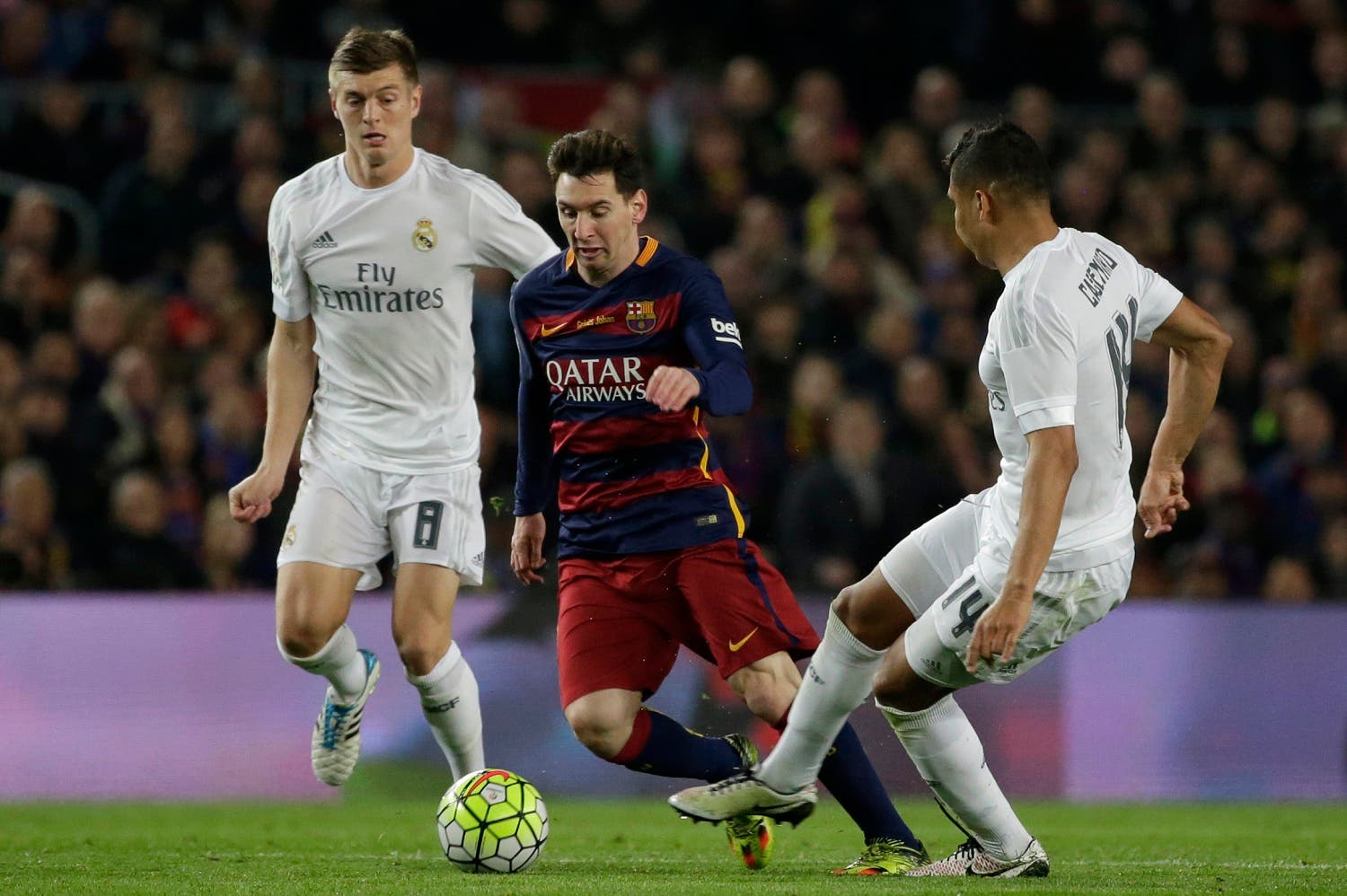Barcelona's Lionel Messi, center, runs with the ball between Real Madrid's Toni Kroos, left and Casemiro during a Spanish La Liga soccer match between Barcelona and Real Madrid, dubbed 'el clasico', at the Camp Nou stadium in Barcelona, Spain, Saturday, April 2, 2016. (AP)