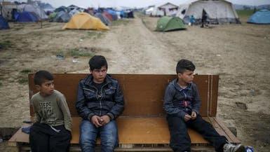 اليونان توصد أبوابها بوجه اللاجئين.. والغموض سيد الموقف