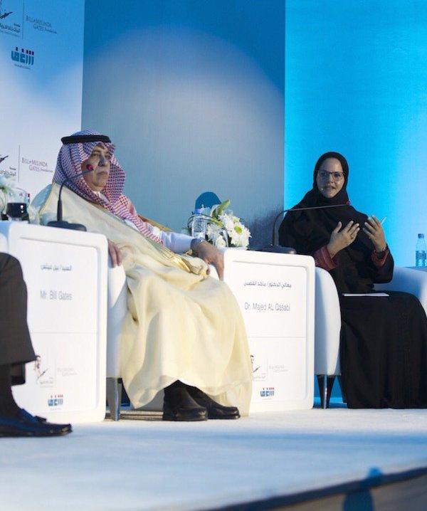 الأميرة البندري بنت عبدالرحمن الفيصل (إلى اليمين)