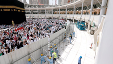 مسجد الحرام کے صحن اور مطاف میں نئے سائبان کی تنصیب