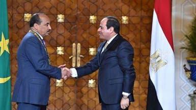 السيسي يمنح رئيس موريتانيا أرفع وسام مصري