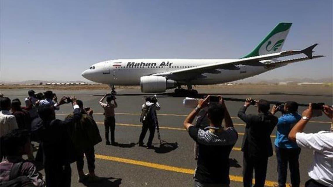 طائرة من ماهان في مطار صنعاء
