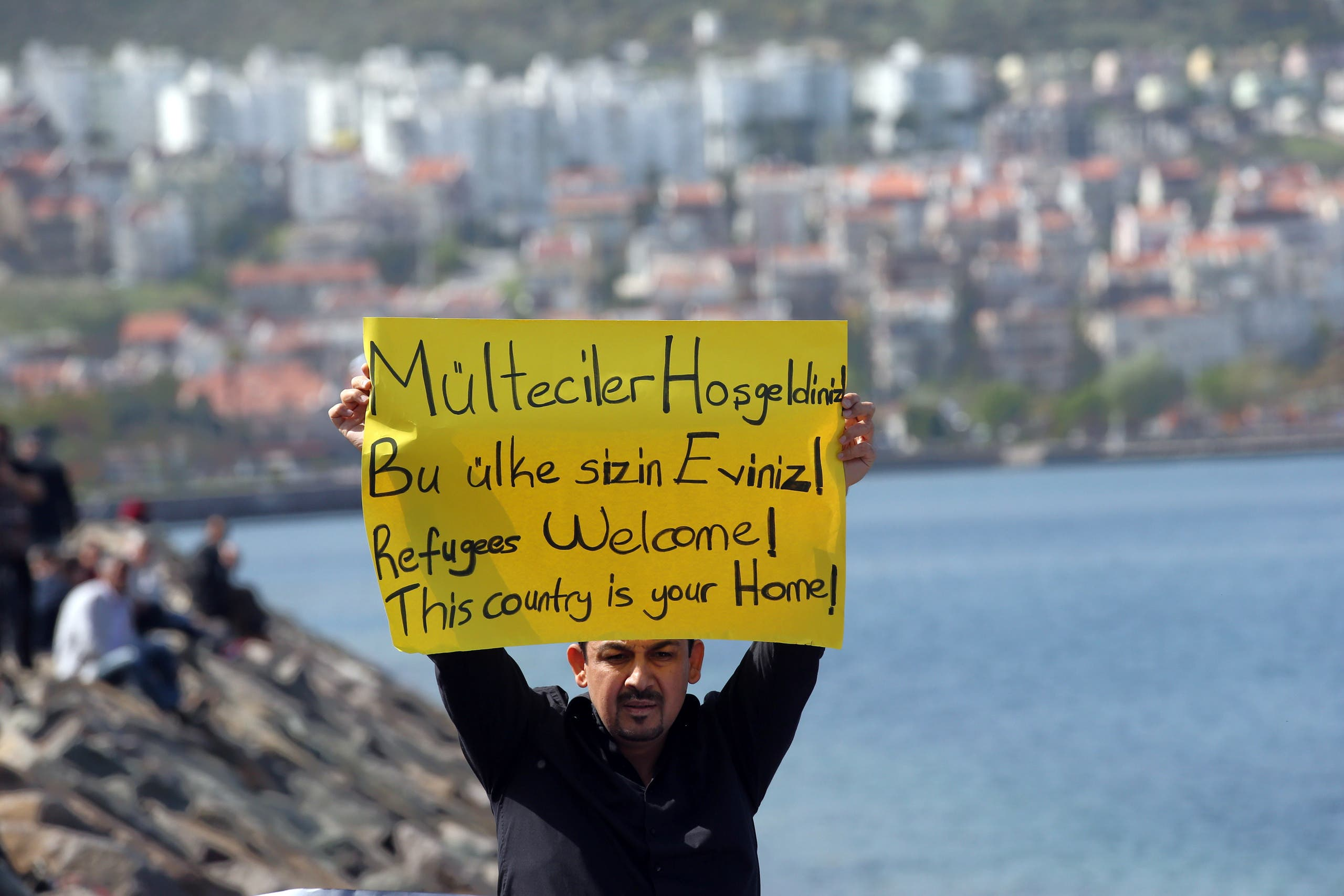 Anger as migrants sent back to Turkey