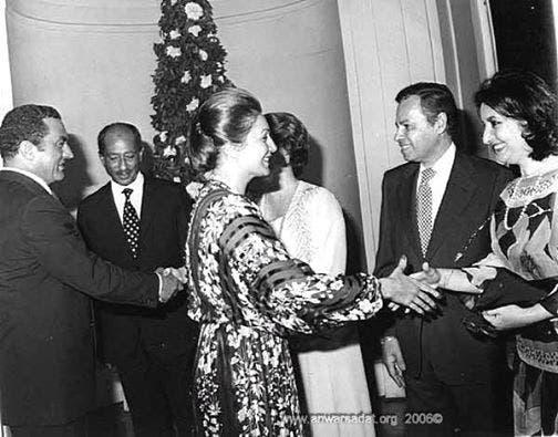 السادات وحسني مبارك خلال حفل زفاف جمال نجل السادات
